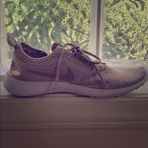 Gold/tan Nikes